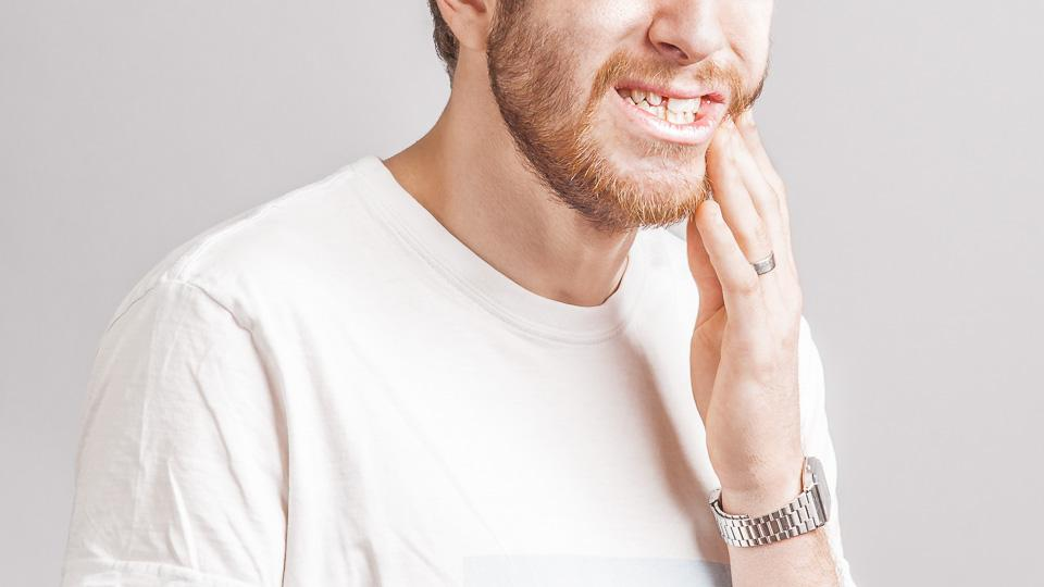 Vihloville hampaille tarkoitetut hammastahnat voivat sisältää aineita, jotka helpottavat hampaiden vihlontaoireita.