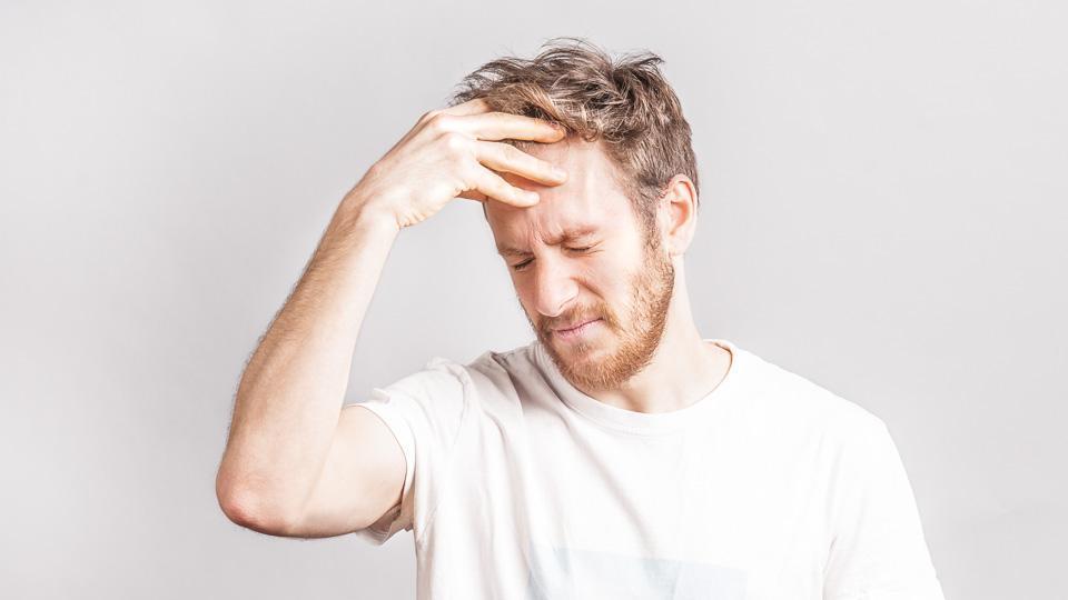 Tupakoinnin lopettaminen voi aiheuttaa fyysisiä vieroitusoireita kuten päänsärkyä.