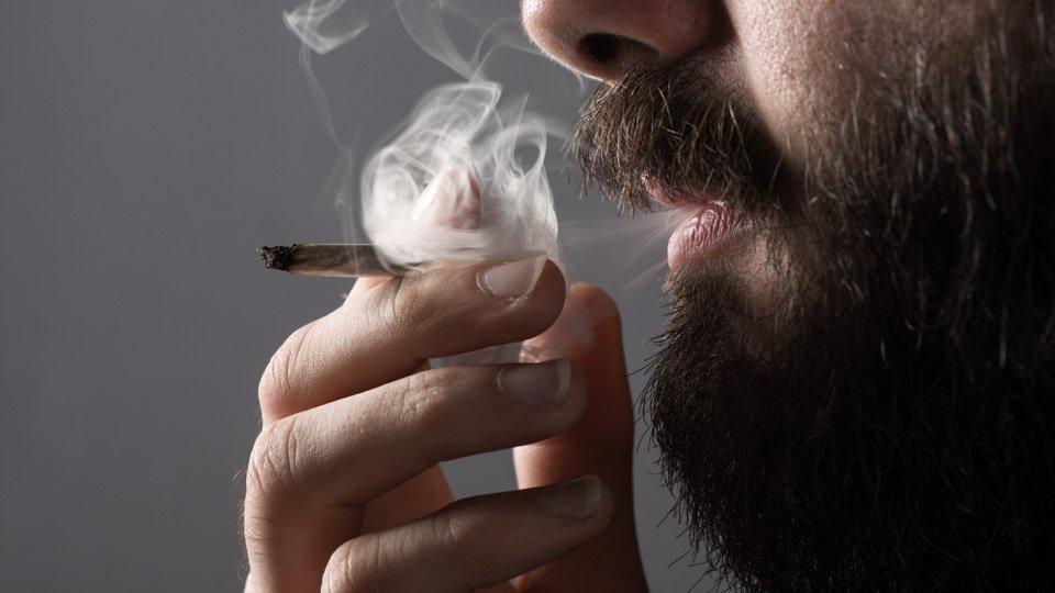 Tupakointi hidastaa hampaan poistokohdan paranemista.