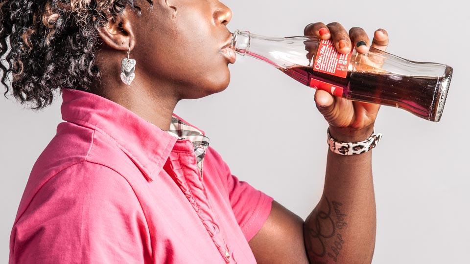 Happamat juomat, kuten limsat, voivat aiheuttaa vihlontaa.